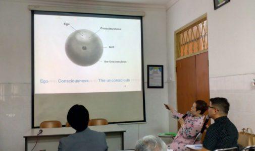 Datangkan guru besar dari Korea untuk mendalami Teori Psikologi CG Jung
